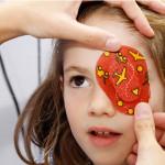 ¿Tu hijo tuerce el ojo cuando te mira? Estrabismo en bebés y niños.